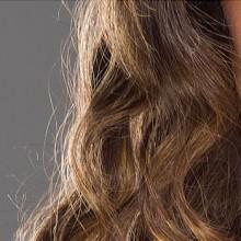 Tutorial de Photoshop: eliminar los pelos sueltos en torno a la melena en un retrato sobre fondo liso