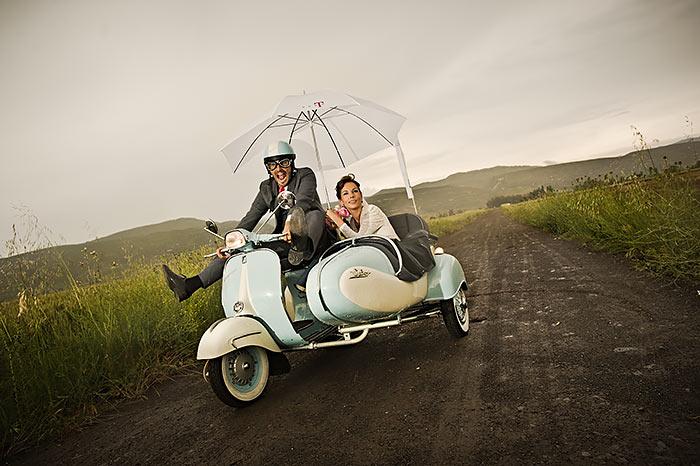 Este libro contiene todo lo necesario para afrontar con éxito la fotografía de bodas (Manuel Santos)