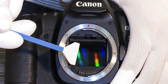 Tutorial: Cómo limpiar el sensor de tu cámara réflex paso a paso