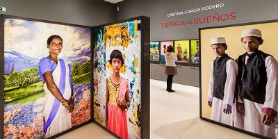La colorida visión de García Rodero sobre la realidad de la mujer en la India expuesta en Mallorca