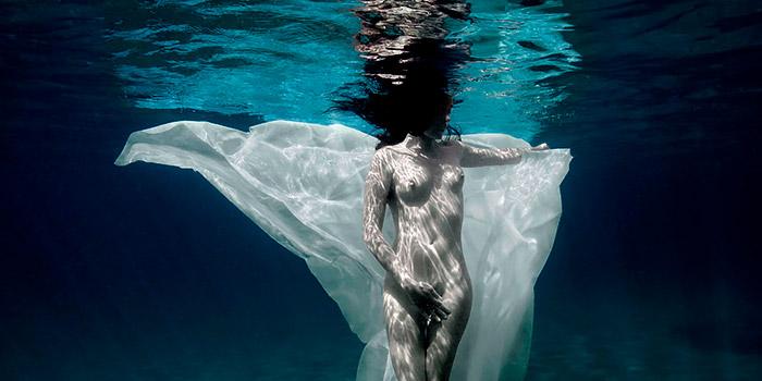 Agua, la danza submarina de Isabel Muñoz